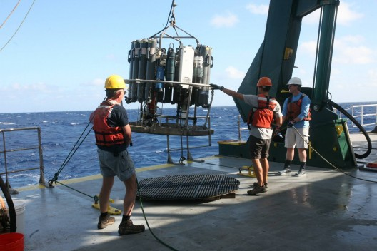 Deploying the CTD off hte coast of Hawaii.
