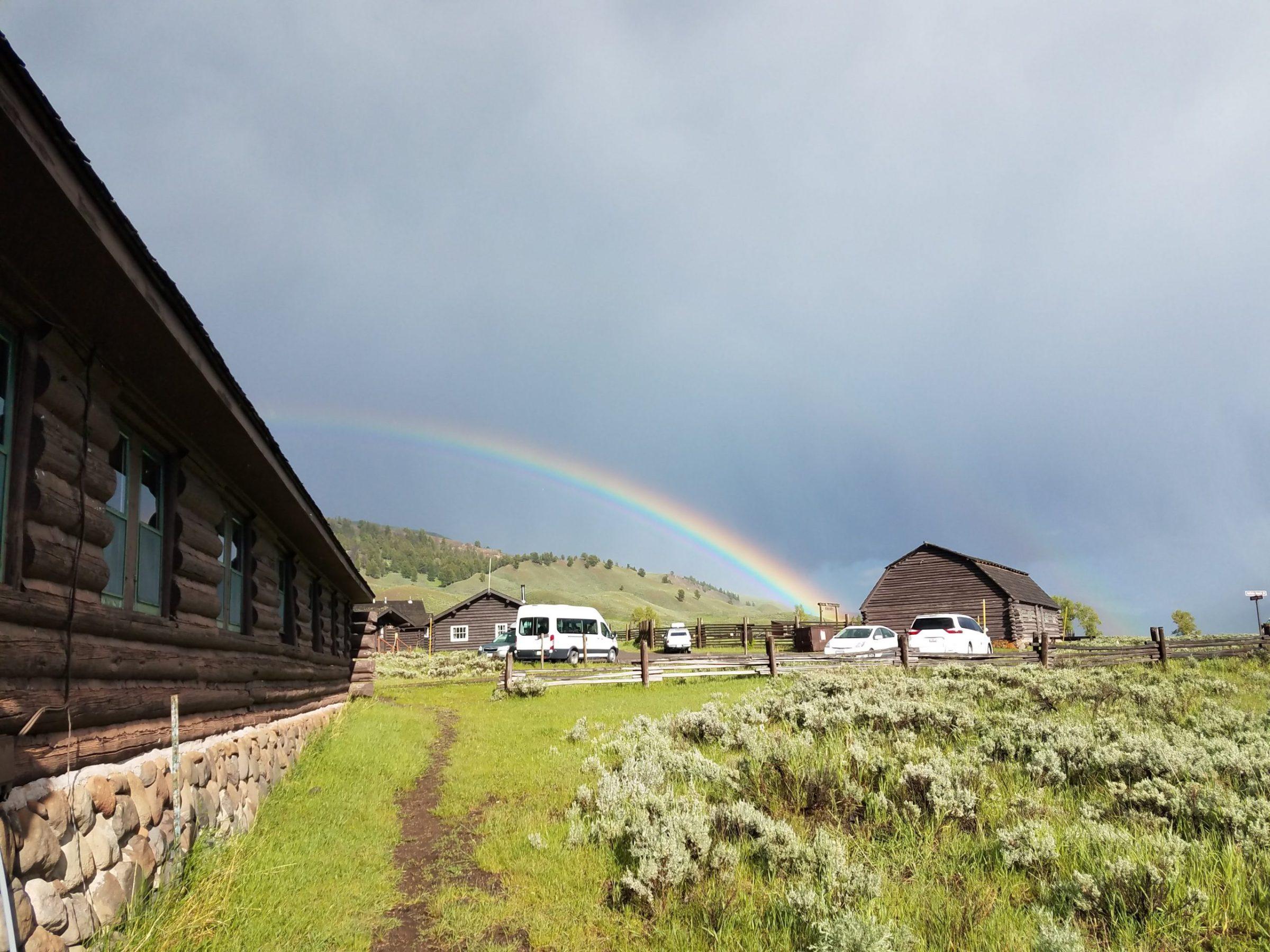 Un arc-en-ciel surplombe le Lamar Buffalo Ranch